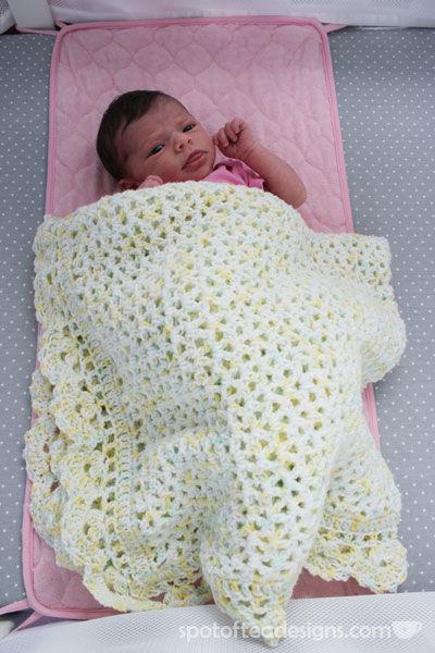 Handmade knit baby blanket | spotofteadesigns.com