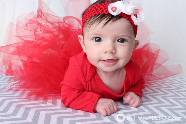 DIY baby tutu and headband for Christmas cards | spotofteadesigns.com