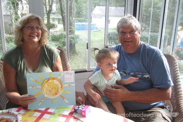 Grandparents' Day Fingerpaint #KidsCraft with #Free #Printable | spotofteadesigns.com