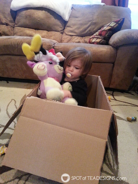 10 ways to entertain a toddler in winter: box play | spotofteadesigns.com