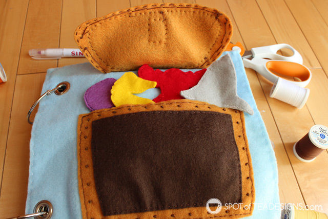 Under the Sea Quiet book with free templates: Treasure Chest Pocket with Finger Puppets inside | spotofteadesigns.com
