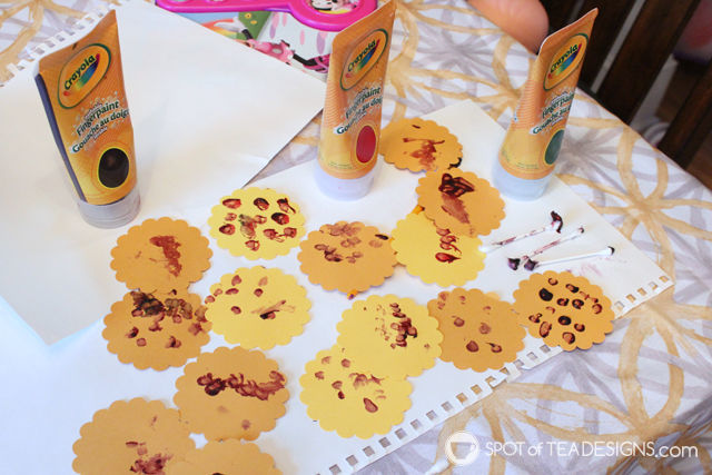 Cheap and easy #toddler activity: Sunflower themed Contact Paper Play @ConTactBrand | spotofteadesigns.com