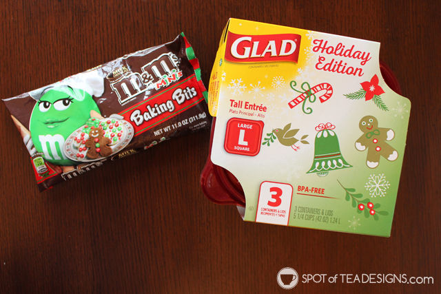Baking Red and Green Soft Oatmeal Cookies with a Toddler. #MemoriesInTheBaking #ad #shop #cbias | spotofteadesigns.com