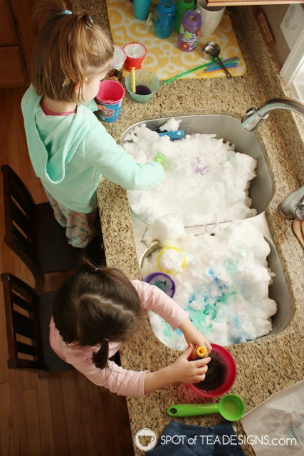 10 ways to entertain a toddler in winter | spotofteadesigns.com