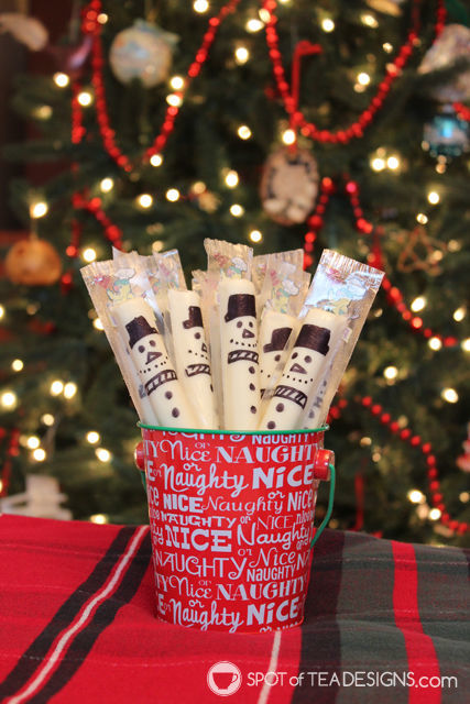 Snowman string cheese - cute snack idea to include in a winter lunch box or to bring to a holiday party | spotofteadesigns.com