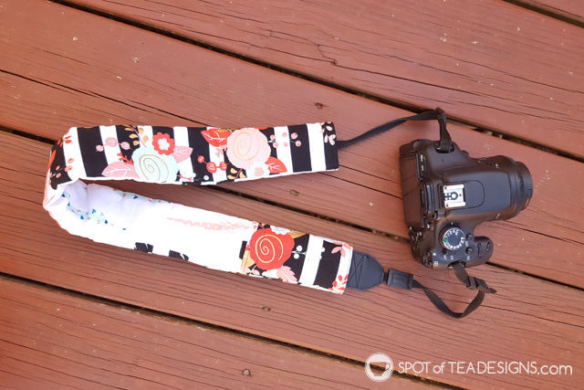 Favorite camera accessories - cute slipcover! even had a pocket for your lens cap! | spotofteadesigns.com