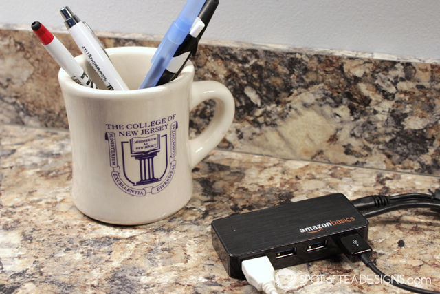 Favorite computer accessories - USB hub with 4 ports | spotofteadesigns.com