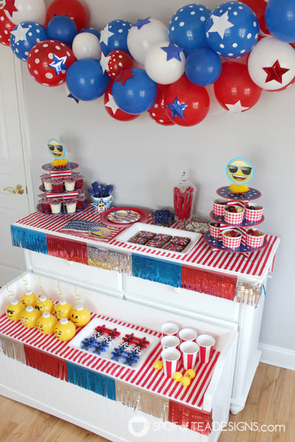 Patriotic Emoji Party styled by Spotofteadesigns for @Wpartysupplies | spotofteadesigns.com