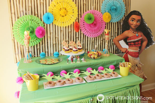 Moana Party Printables including cupcake toppers and favor bags. Download for personal use for free! | spotofteadesigns.com