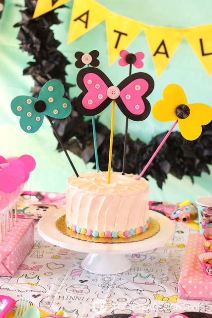 Minnie Mouse Party Bow Cake Topper Tutorial | spotofteadesigns.com