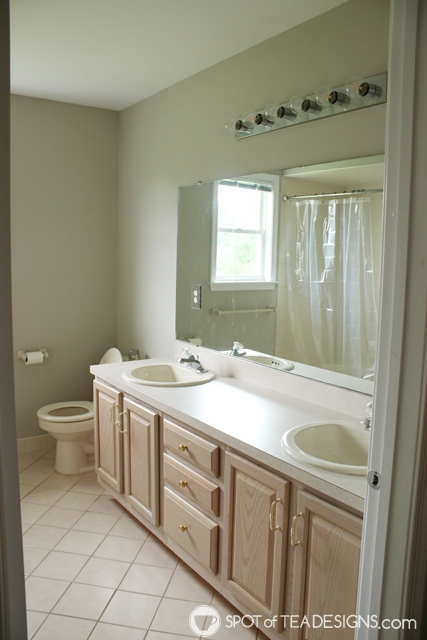 "Nehil Home Tour: the ""before"" photos - upstairs bathroom 