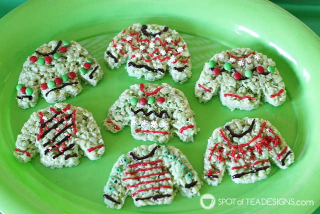 Elf on the Shelf Ugly sweater craft and treat with free printable | spotofteadesigns.com