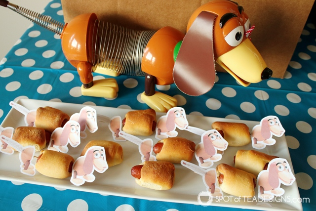 Toy STory Party Hacks - tips to throw a cute party on budget | spotofteadesigns.com